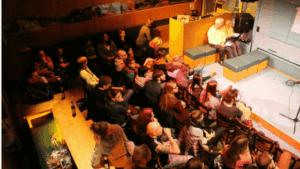 Poetry Slam in der Heldenbar - Grillo Theater - Publikum von oben