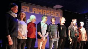 Poetry Slammer auf der Bühne beim Slamassel im Emo Kulturzentrum Essen