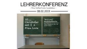 Lehrerkonferenz Titelbild - Tafel im Klassenzimmer mit Veranstaltungsinfos zu Frau Lore und Christofer mit F