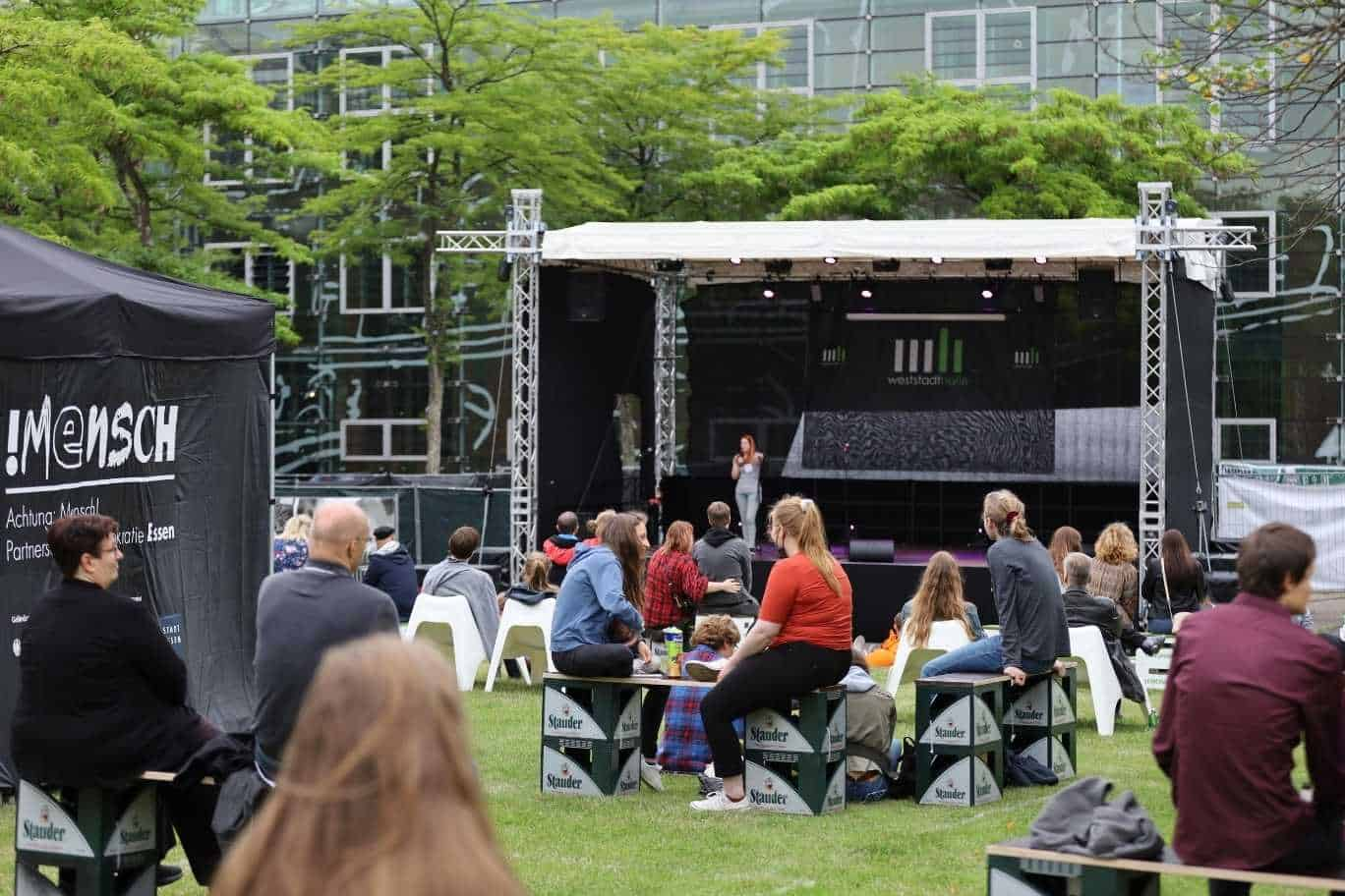 Sicht auf die Bühne beim Weststadtstory Poetry Slam Open Air